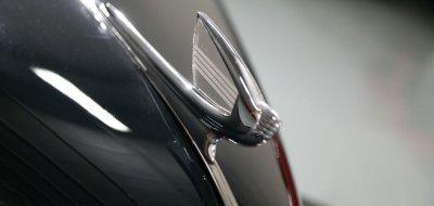 Chevrolet Deluxe 1937 hood emblem
