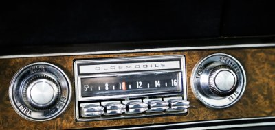 Oldsmobile Cutlass Supreme 1970 radio