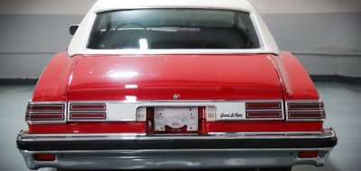 Pontiac Grand Le Mans 1976 rear view