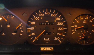 Mercedes Benz E500 1994 gauges